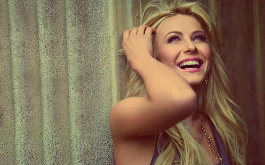 lovely-laughing-julianne-hough-hd-wallpaper