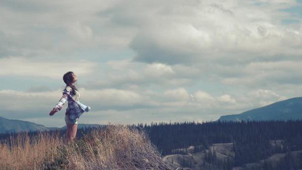 Favim_com-cliff-freedom-girl-hair-happiness-337239